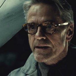 Batman v Superman: Jeremy Irons verärgert Fans mit seiner Aussage