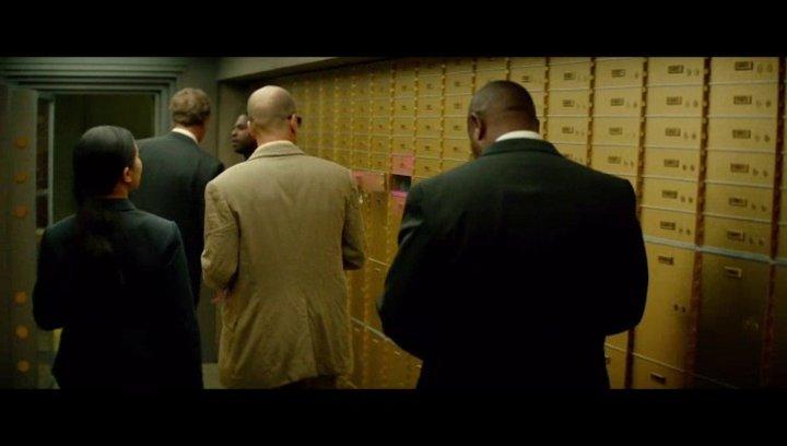 Detective Jeffrey Allen am Tatort des Banküberfalls - Szene Poster