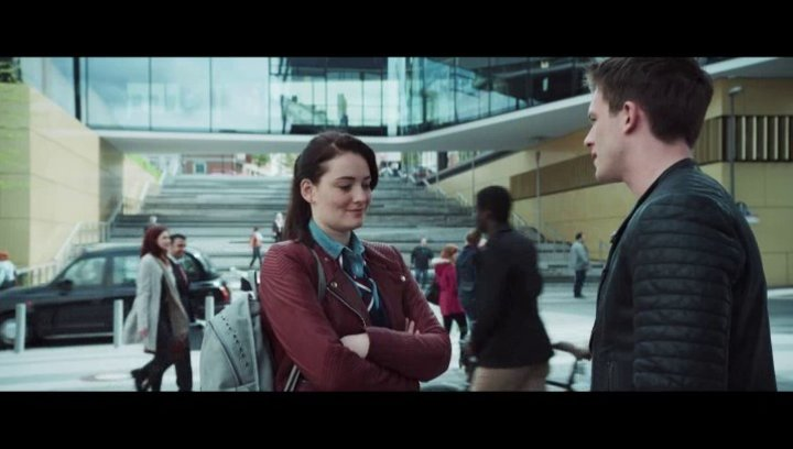 Gideon und Gwen muessen zusammen arbeiten - Szene Poster