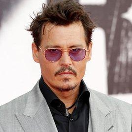 """Johnny Depp widmet Amber Heard ein """"Abschaum""""-Tattoo"""