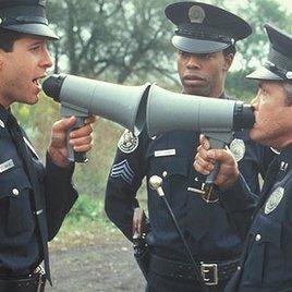 "Bill Clinton süchtig nach der ""Police Academy"""