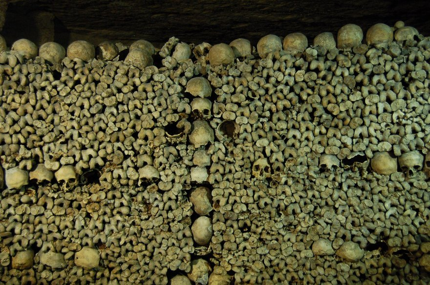 Ossements_catacombes_Paris