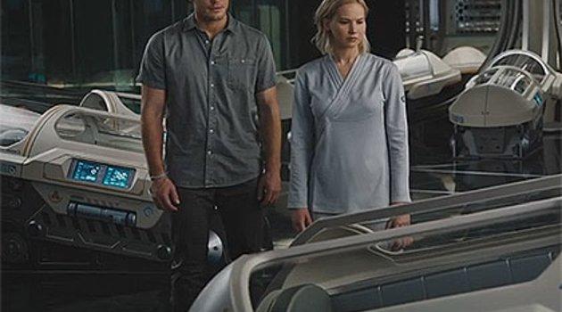 Chris Pratt und Jennifer Lawrence taumeln schlaflos durchs All Poster