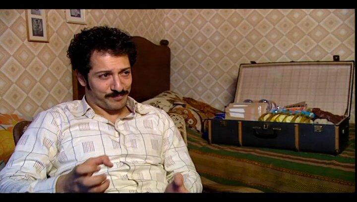 Fahri Yardim (Hüseyin - jung) über den alten und den jungen Hüseyin - Interview Poster