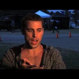 Dustin Milligan über seine Rolle - OV-Interview Poster