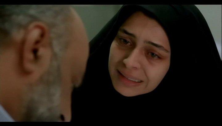 Razieh will ihren Mann vor der Haft bewahren - Szene Poster