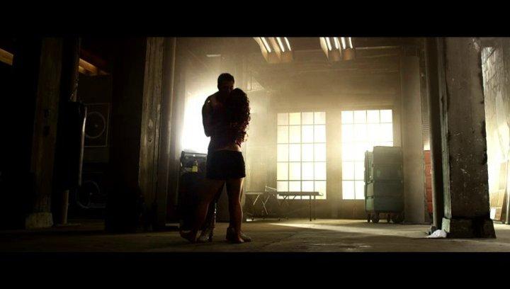 Emily und Sean üben im Studio - Szene Poster