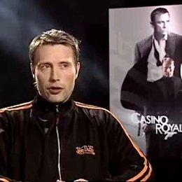 Mads Mikkelsen über seine Filmfigur Le Chiffre, Bond-Bösewichte und das blutende Auge. - OV-Interview Poster
