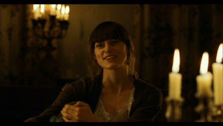 Mitchel beim Abendessen mit Charlotte auf deren Landsitz - Szene Poster