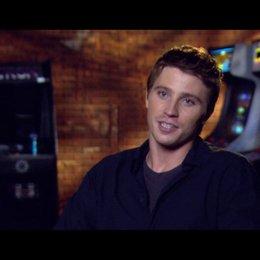 Garrett Hedlund (Sam Flynn) über die neuen Motorräder im Film - OV-Interview Poster