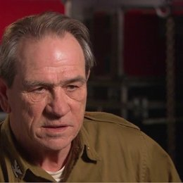 Tommy Lee Jones - Col Chester Phillips - über Chris Evens - OV-Interview Poster
