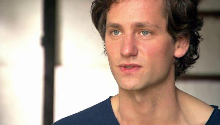 Florian Stetter - Max - über das Haus das Iris geerbt hat - Interview Poster