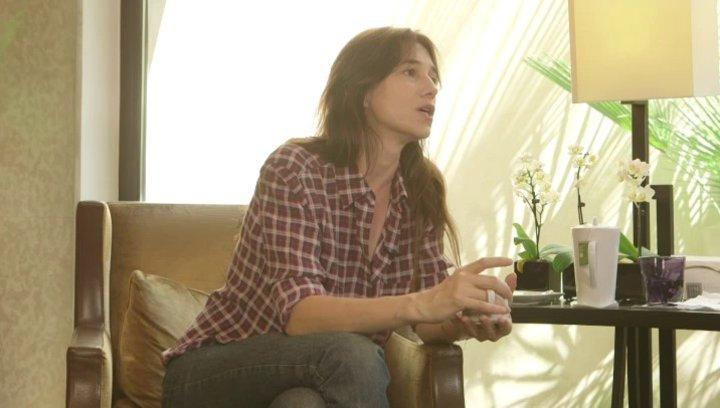 Charlotte Gainsbourg - Alice - über die ernsthafte Thematik des Films - OV-Interview Poster