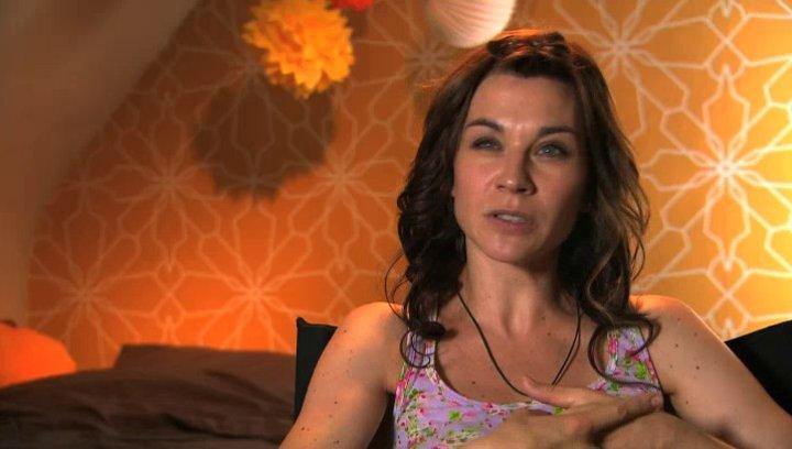 Christiane Paul - Claudia - über den Reiz ihrer Rolle - Interview Poster