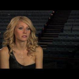 """Gwyneth Paltrow (""""Kelly Canter"""") über die Erfahrung, auf einer Bühne zu stehen - OV-Interview Poster"""