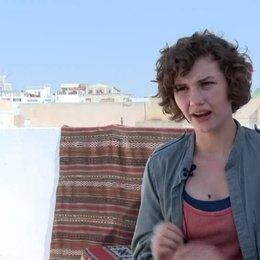 Valeria Eisenbart - George - über die Temperaturen beim Dreh - Interview Poster