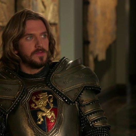 Dan Stevens über Sir Lancelots Persönlichkeit - OV-Interview Poster