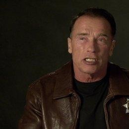 Arnold Schwarzenegger (Ray Owens) über seine Rolle - OV-Interview Poster