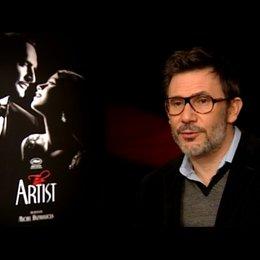 Michel Hazanavicius - Regisseur - über das Schauspielern in einem Stummfilm - OV-Interview Poster