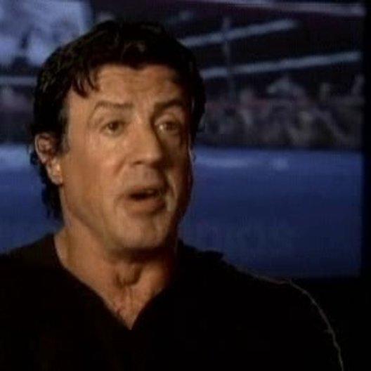 Interview mit Sylvester Stallone über Rockys Vorbilder, verpasste Chancen und seine Wünsche an die Zuschauer - OV-Interview Poster