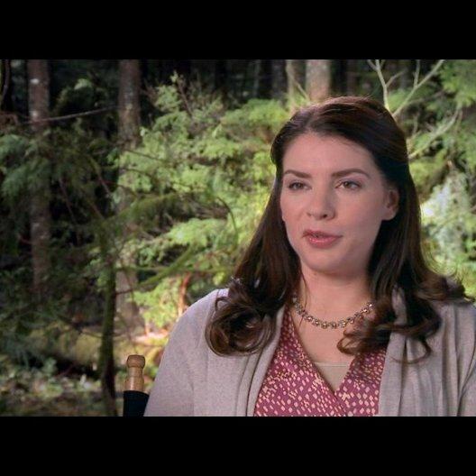 Stephenie Meyer (Autorin) - über das Hochzeitskleid - OV-Interview Poster