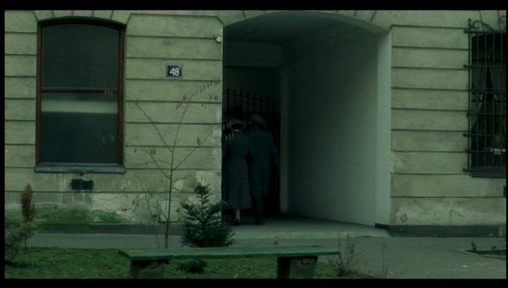 Abschiedsszene bevor Eugenia ins Gefängnis muss Poster