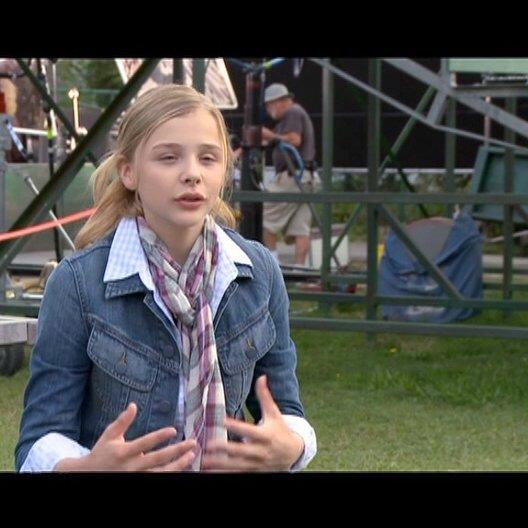 Chloe Moretz - Angie Steadman über die Story - OV-Interview Poster