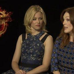 Julianne Moore - Praesidentin Coin - und Elizabeth Banks - Effie Trinket - über das Besondere an den Filmen - OV-Interview Poster