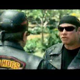 """John Travolta (Woody Stevens) erzählt davon, wie es war, einem Bullen einen Klaps zu geben, vom Phänomen """"Wochenendhelden"""" und seinem """"saumäßigsten"""" K Poster"""