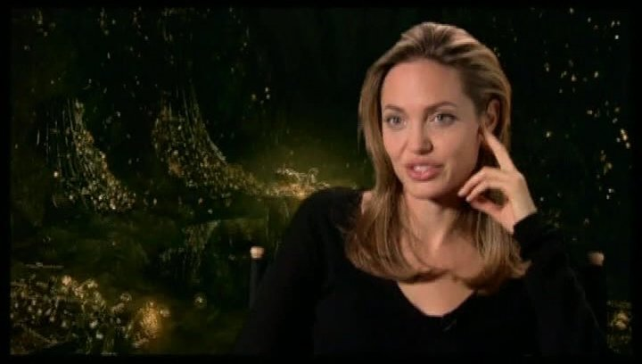 Angelina Jolie - OV-Interview Poster