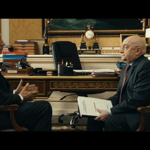 Senator Juillet klopft bei Stabschef Gilles wegen der Privatisierung auf den Busch - Szene Poster