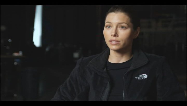 "Jessica Biel - ""Capt. Charisa Sosa"" über das Training - OV-Interview Poster"