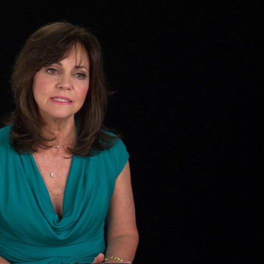 Sally Field (Mary Todd Lincoln) über die Verbindung von Mary und Lincoln - OV-Interview Poster