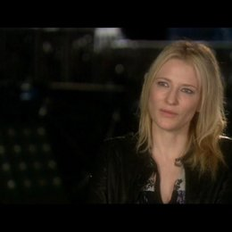 Interview mit Cate Blanchett (Agentin Spalko) - OV-Interview Poster