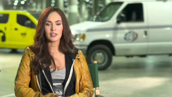 Megan Fox - April ONeil - über Donatello - OV-Interview Poster