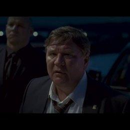 Vadim stattet Kolja einen unangenehmen Besuch auf dessen Grundstück ab. - Szene Poster