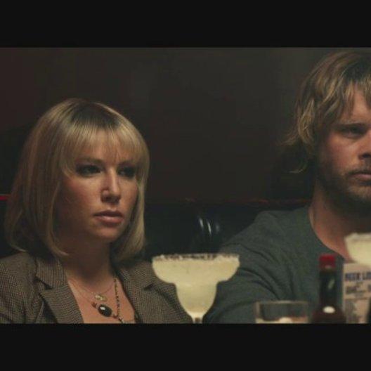 Das glückliche Ex Paar mit den besten Freunden im Restaurant - Szene Poster