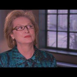 MERYL STREEP über die Faszination, Margaret Thatcher spielen zu dürfen - OV-Interview Poster