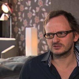 Milan Peschel über das Kennenlernen von Paul und Toto - Interview Poster