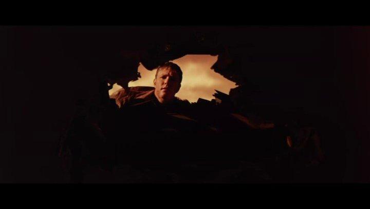 Henry sieht die beiden Söhne durch das Loch in der Decke - Szene Poster