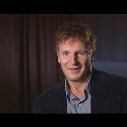 Liam Neeson - Dr. Martin Harris - über die Arbeit mit Aidan Quinn - OV-Interview Poster
