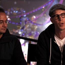 Riza Aziz und Joey McFarland über die Bezüge zum Original - OV-Interview Poster
