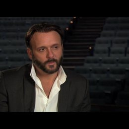 "Tim McGraw (""James Canter"") über Gwyneth Paltrows Gesangskünste - OV-Interview Poster"