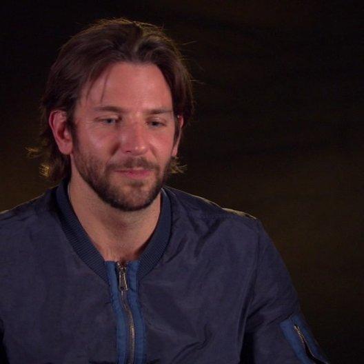 Bradley Cooper - Avery - über die Stunts - OV-Interview Poster
