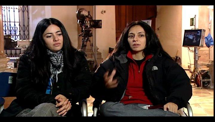 Yasemin Samdereli und Nesrin Samdereli (Regie und Drehbuch) über ihre Motivation die Geschichte zu erzählen - Interview Poster