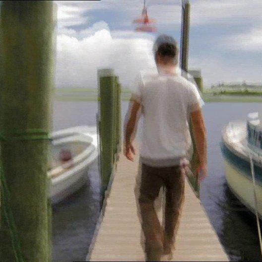Josh Duhamel goes Crabbing - OV-Featurette Poster
