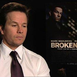 Mark Wahlberg über Allan Hughes - OV-Interview Poster