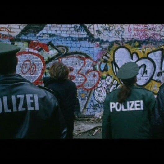 Die Polizei sucht nach der Enkelin Elenis - Szene Poster