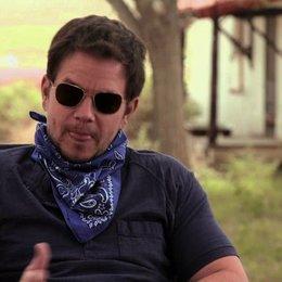 Mark Wahlberg über die Beziehung zwischen Stig und Bobby - OV-Interview Poster