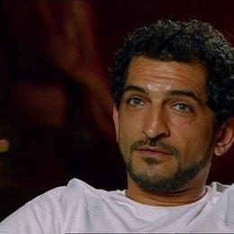Amr Waked - Scheich Muhammed über das Drehbuch - OV-Interview Poster